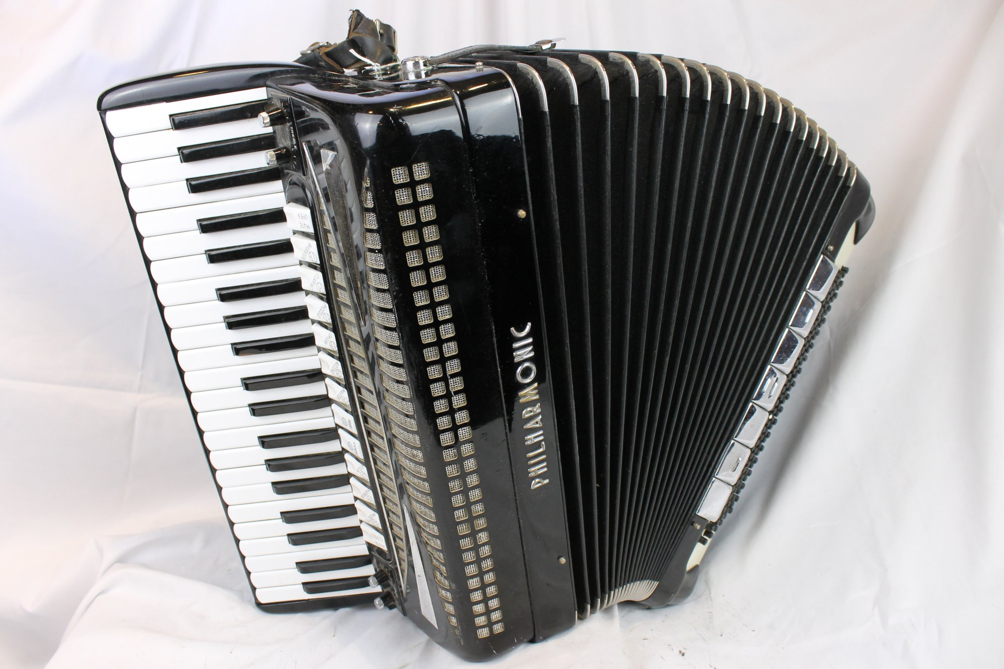 3804 - Black Philharmonic Piano Accordion LMMH 41 120