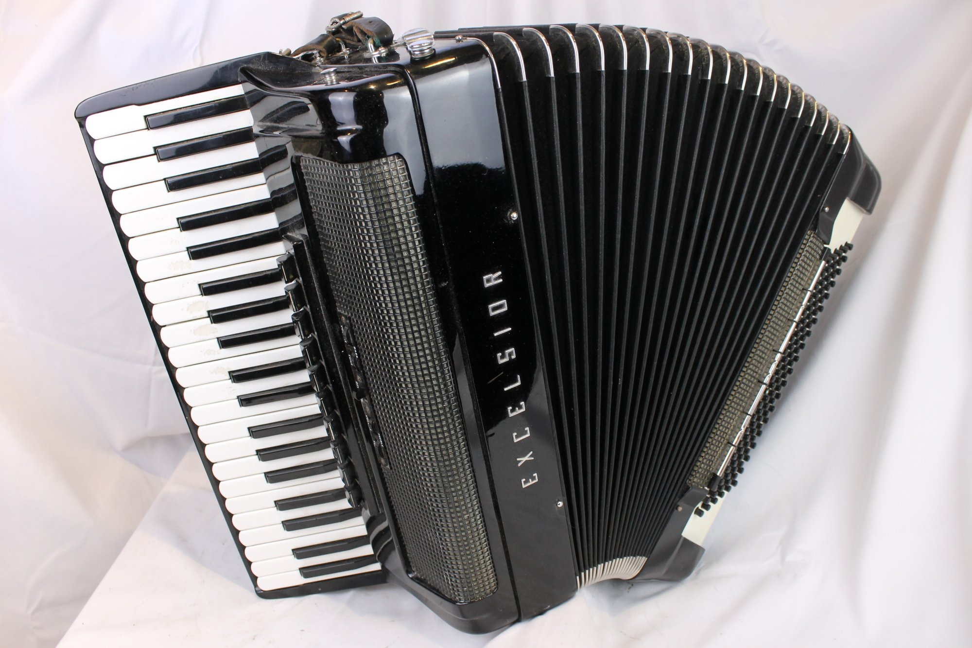 3805 - Black Excelsior Continental Grand Tone Chamber Piano Accordion LMMH 41 120