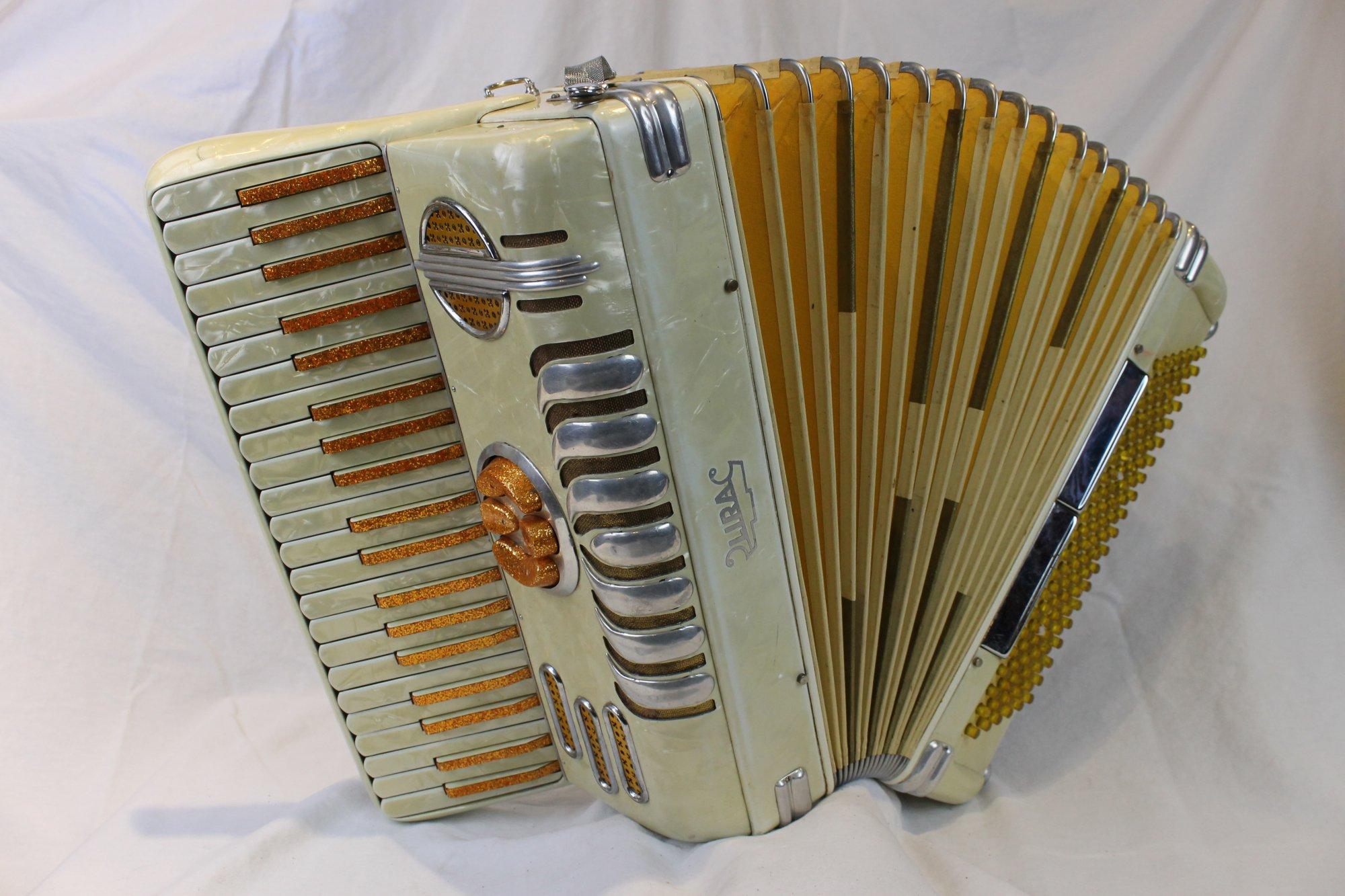 3822 - Golden Cream Lira Piano Accordion LM 41 120