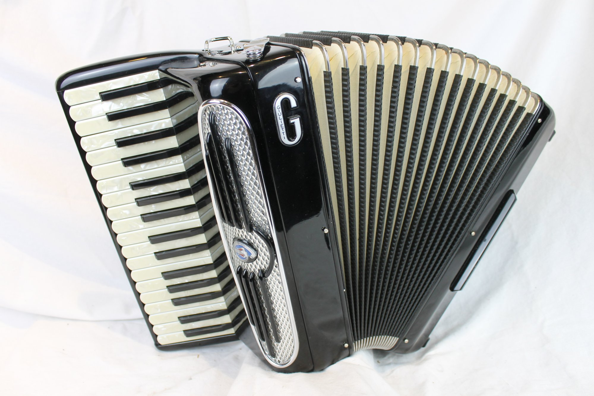3967 - Black Giulietti Petite Bass Piano Accordion M 34