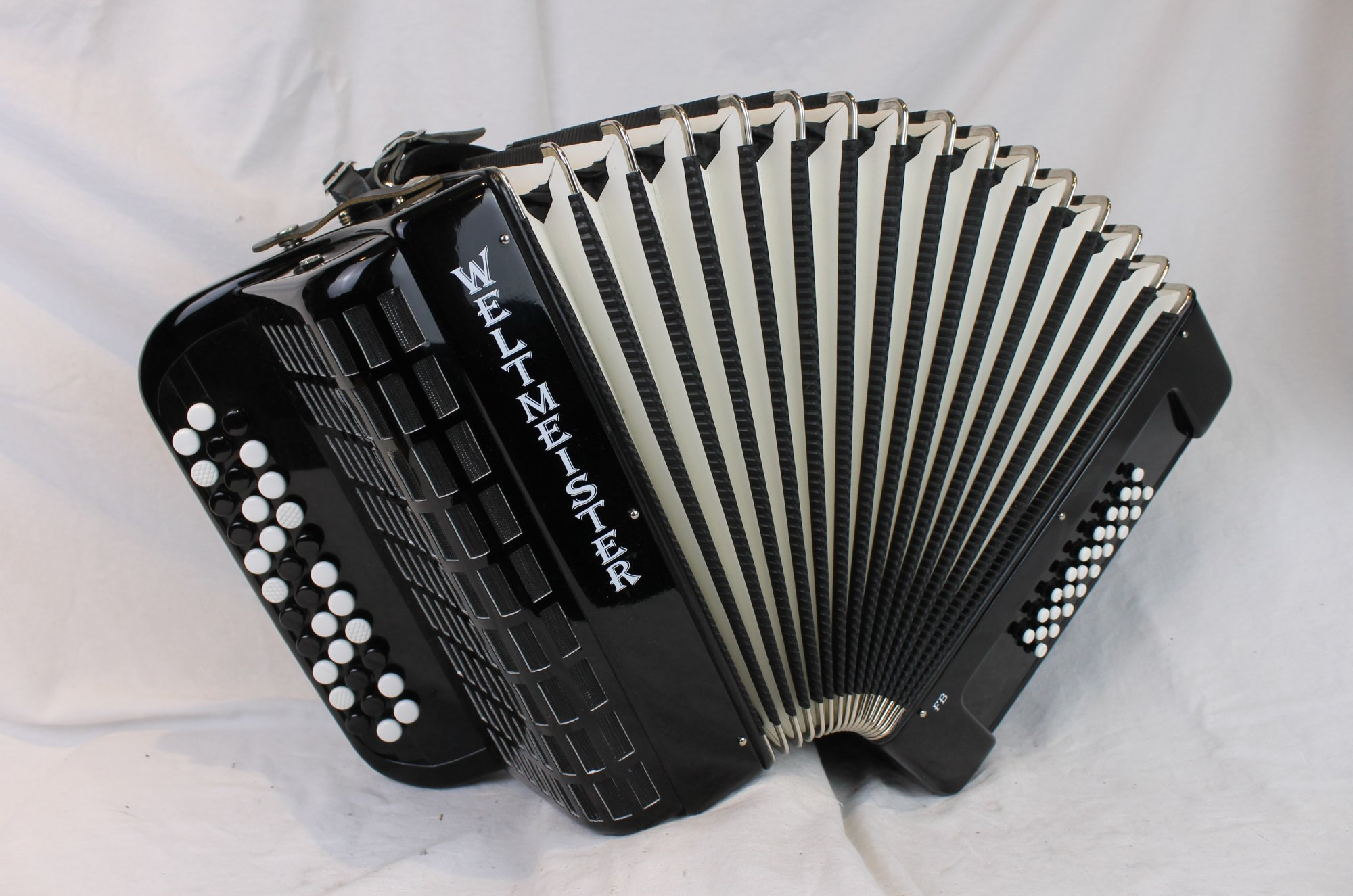 3973 - Certified Pre-Owned Black Weltmeister FB26K Free Bass Chromatic Button Accordion C M 34 26
