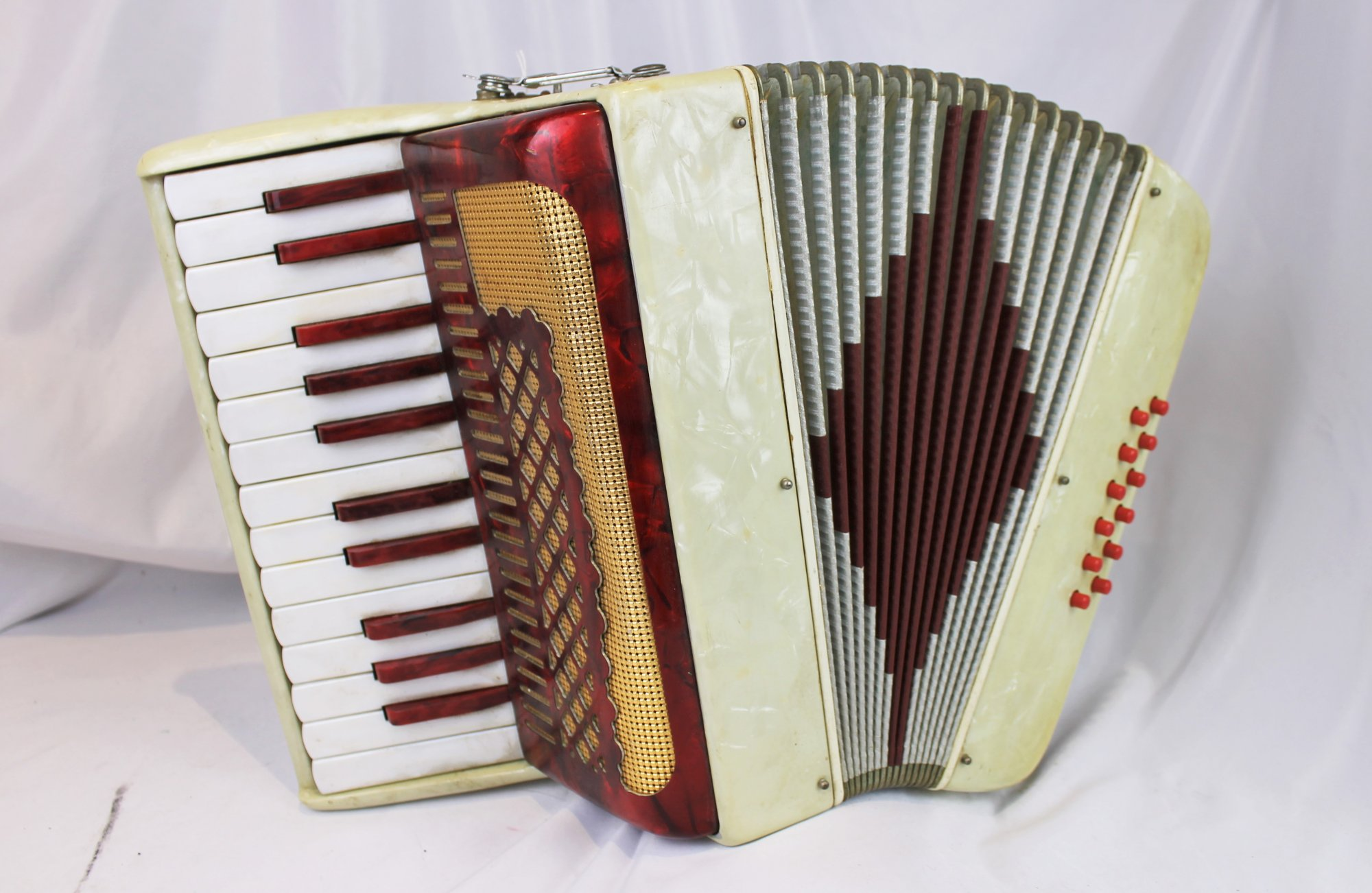 4531 - Candy Striped Italian Piano Accordion MM 25 12