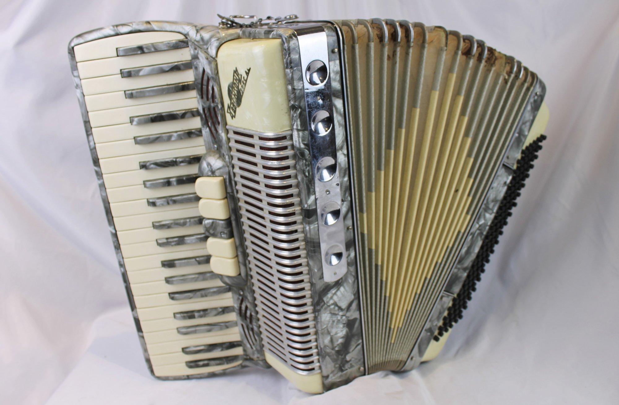 4577 - Silver Nobility Noble Bronson Special Piano Accordion LMM 41 120