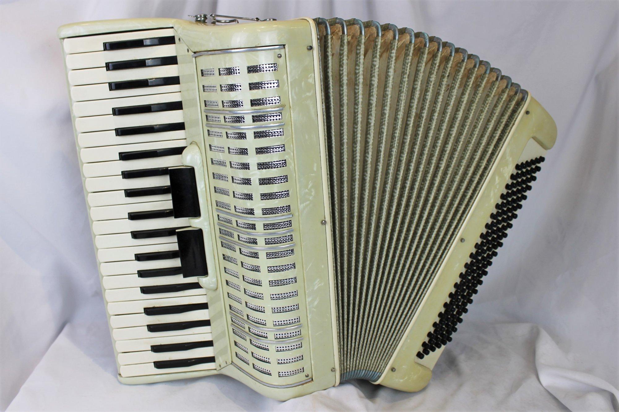 4579 - Creamy Italian Piano Accordion LM 41 120
