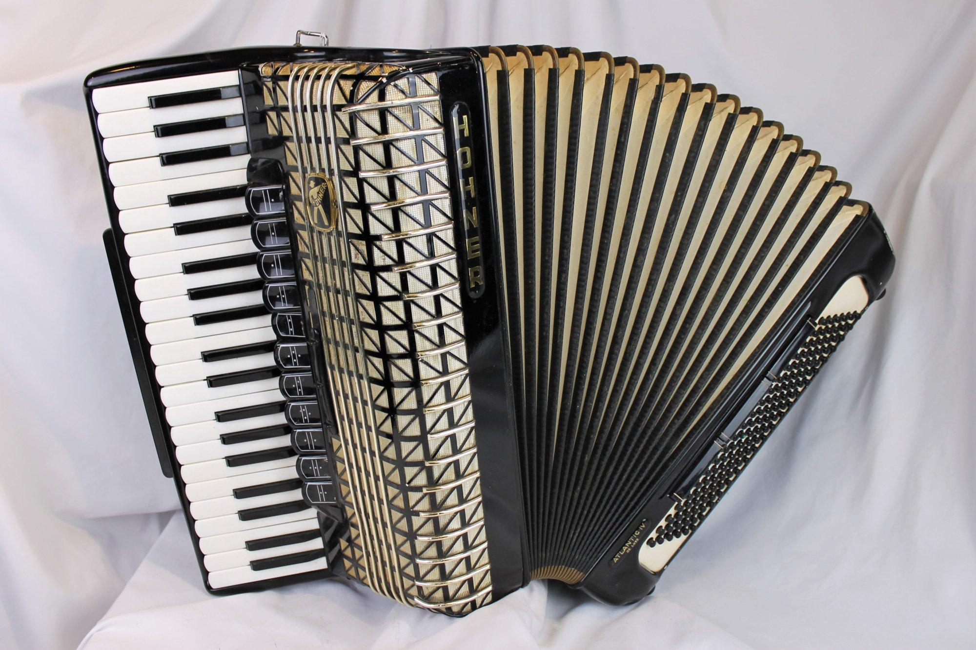 4582 - Black Hohner Atlantic IV De Luxe Piano Accordion LMMH 41 120