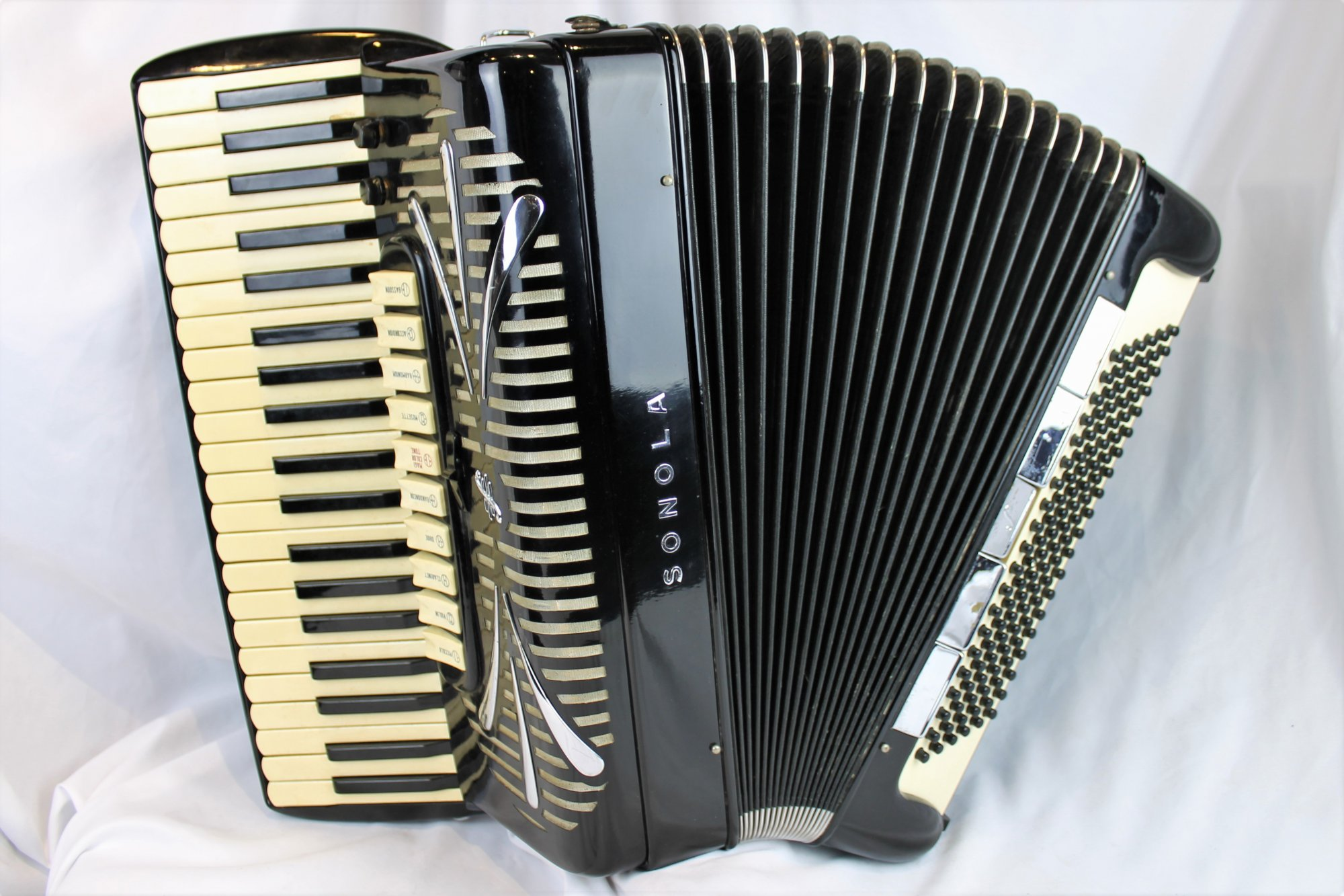 4618 - Black Sonola AA20 Tone Chamber Piano Accordion LMMH 41 120