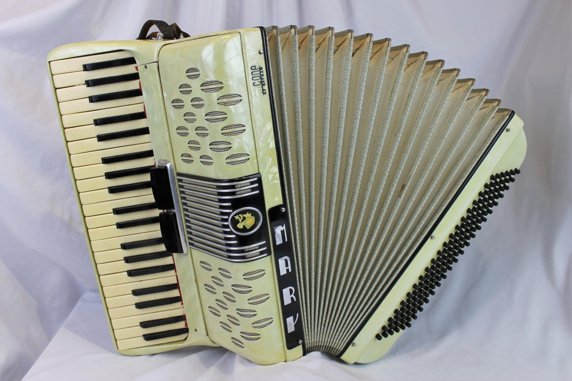 4619 - Cream Ancona Mary Piano Accordion LM 41 120