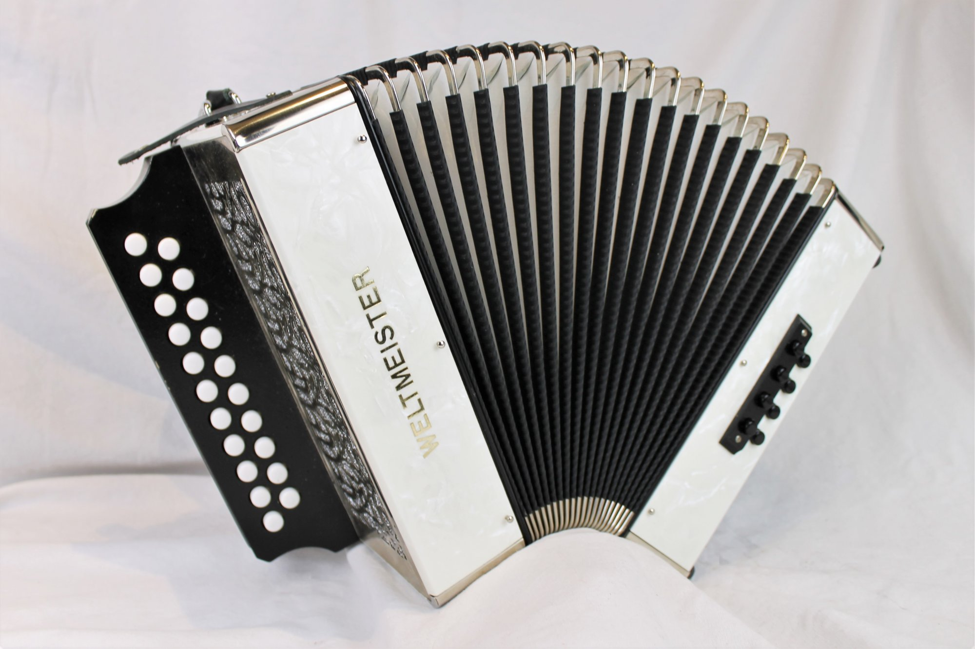 4630 - White Marble Weltmeister 86W Diatonic Button Accordion BC MM 21 8