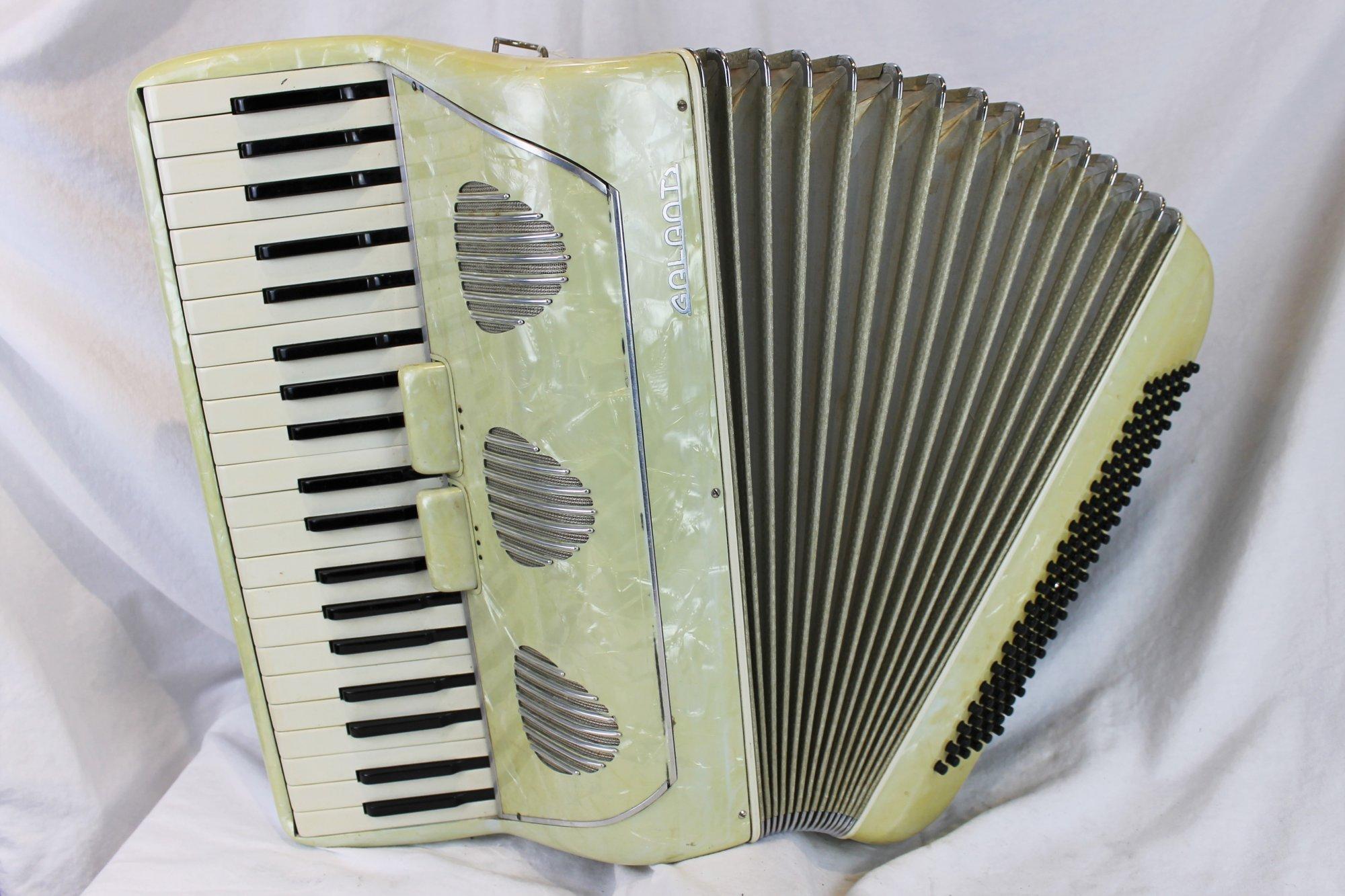 4641 - Cream Galanti Piano Accordion MMM 41 120
