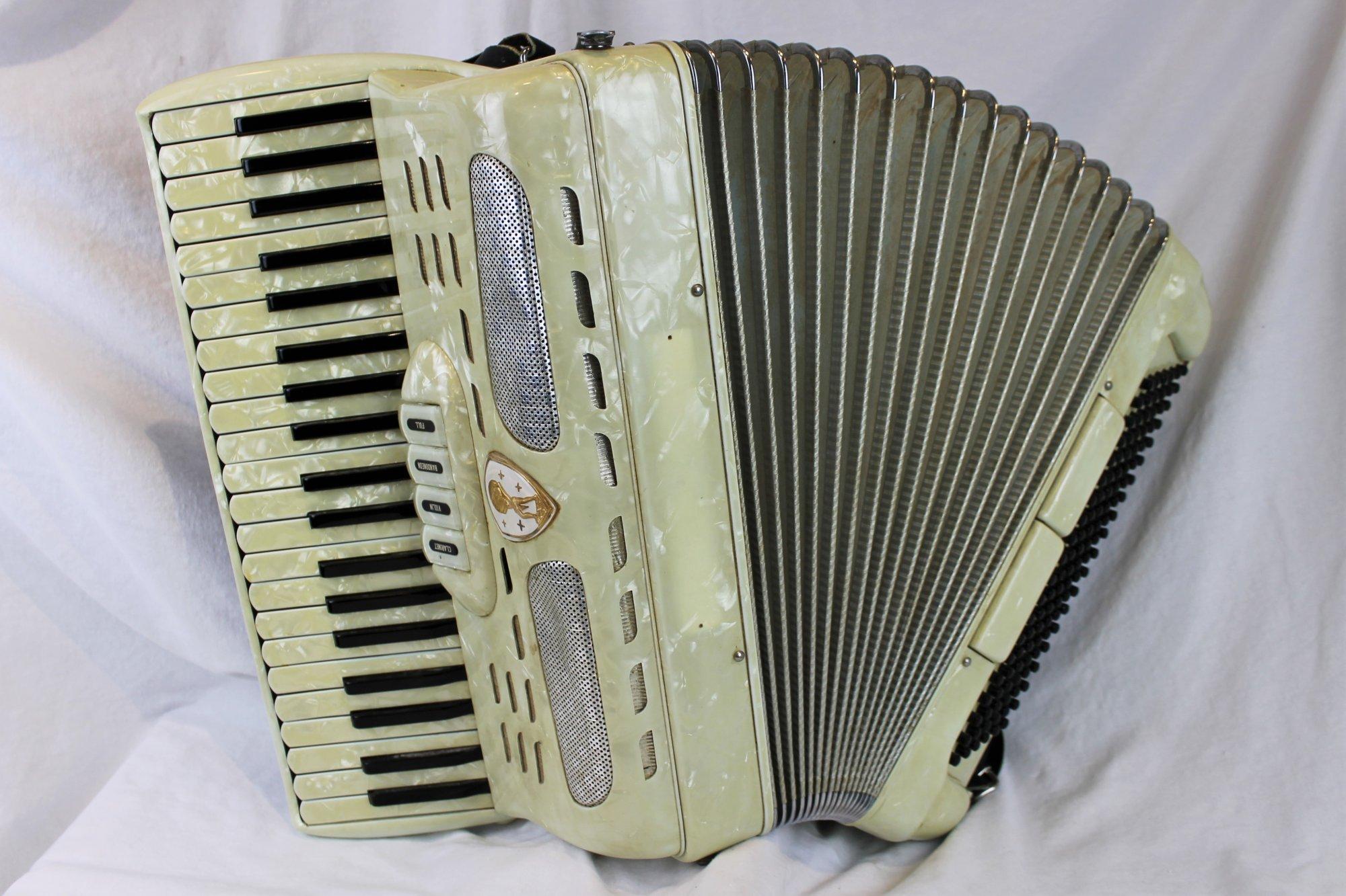 4666 - Ivory Atlas Piano Accordion LMM 41 120