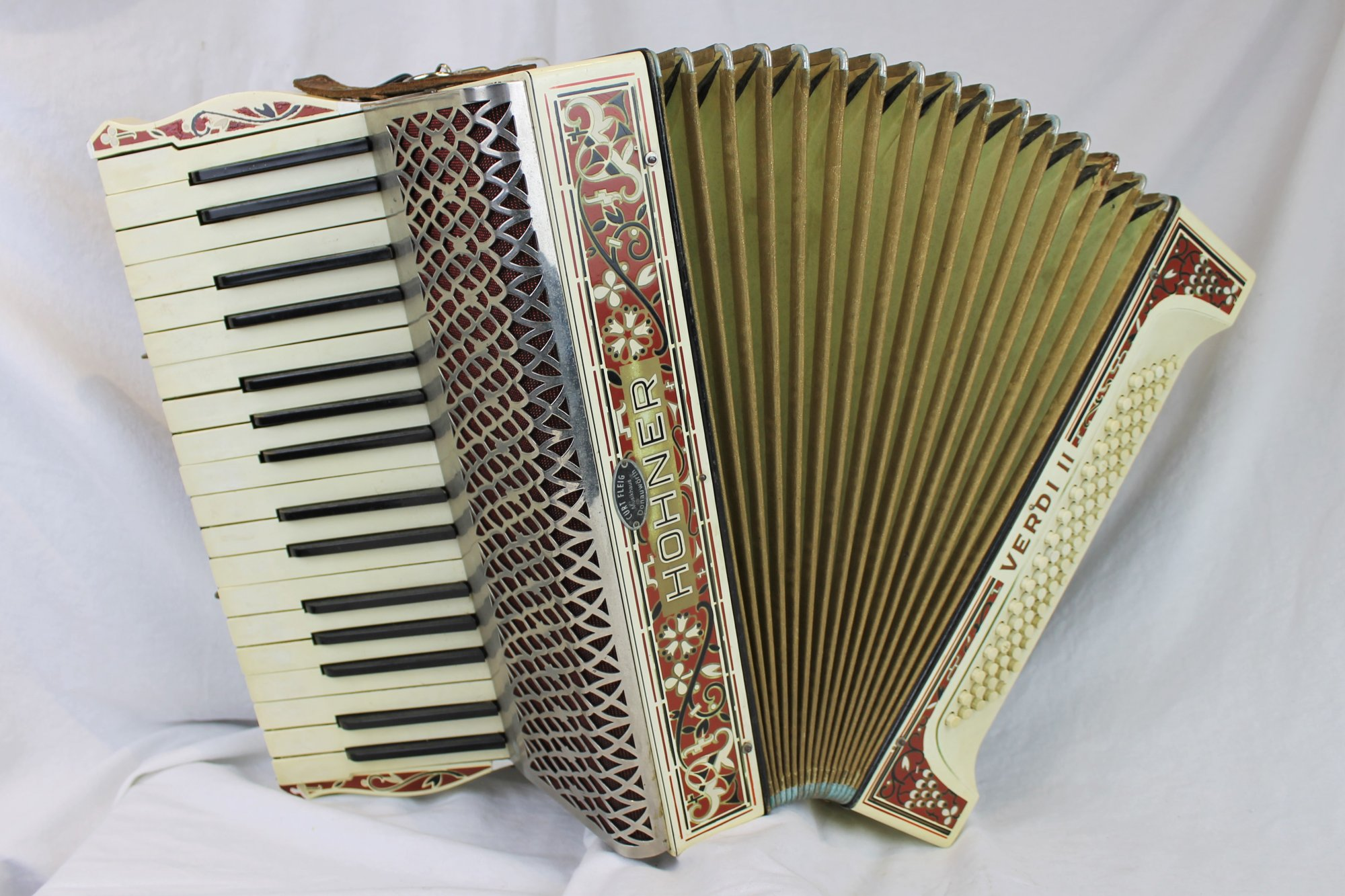4668 - Scarlet Filigree Hohner Verdi II Piano Accordion MM 34 80