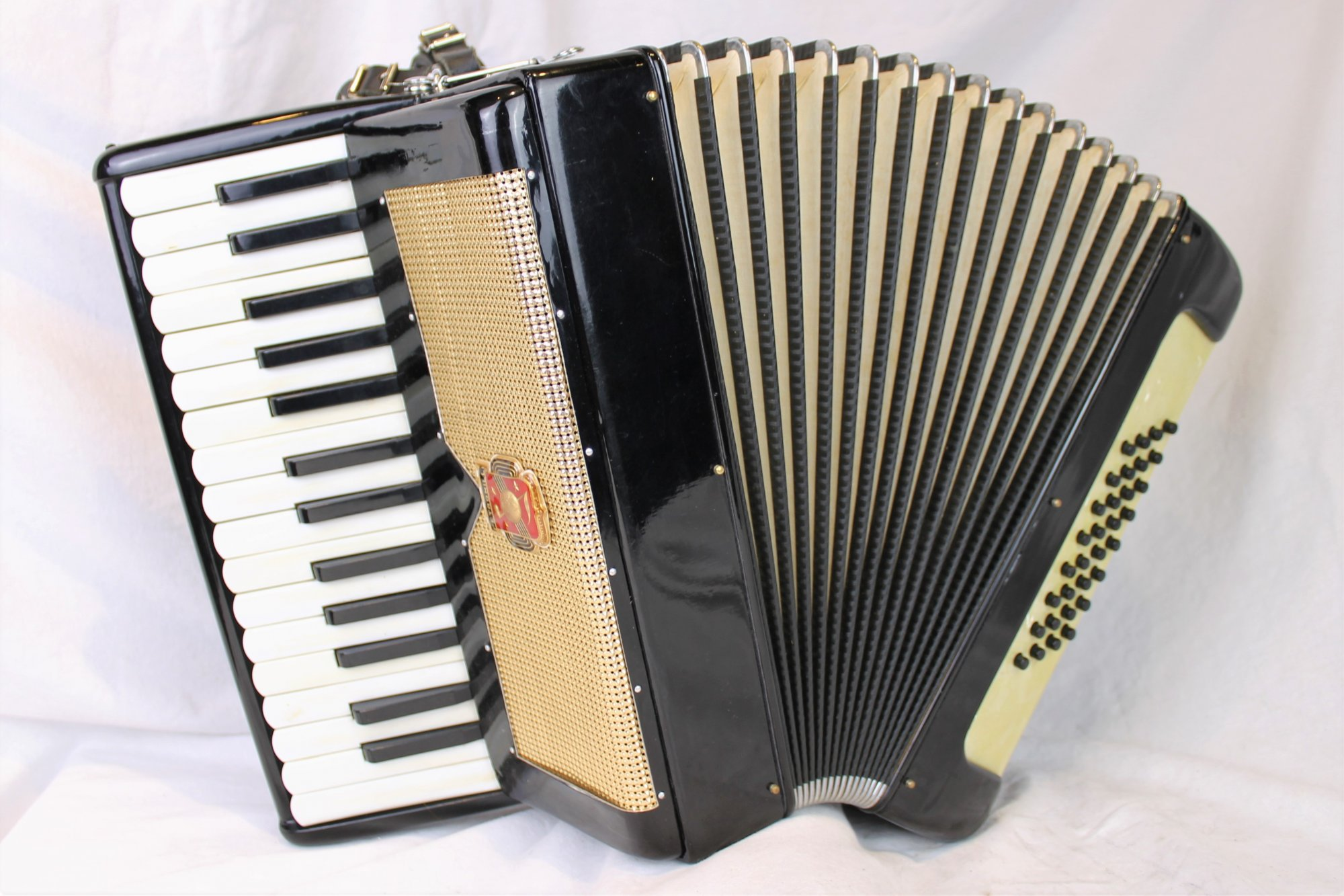 4732 - Black Gold Petromilli Piano Accordion MM 30 32