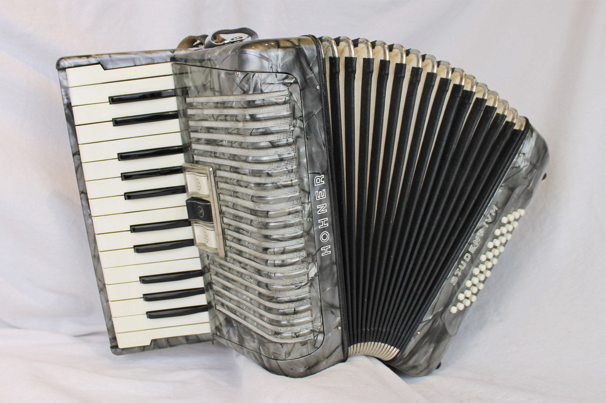 4740 - Slate Hohner Student IVM Piano Accordion MM 25 32