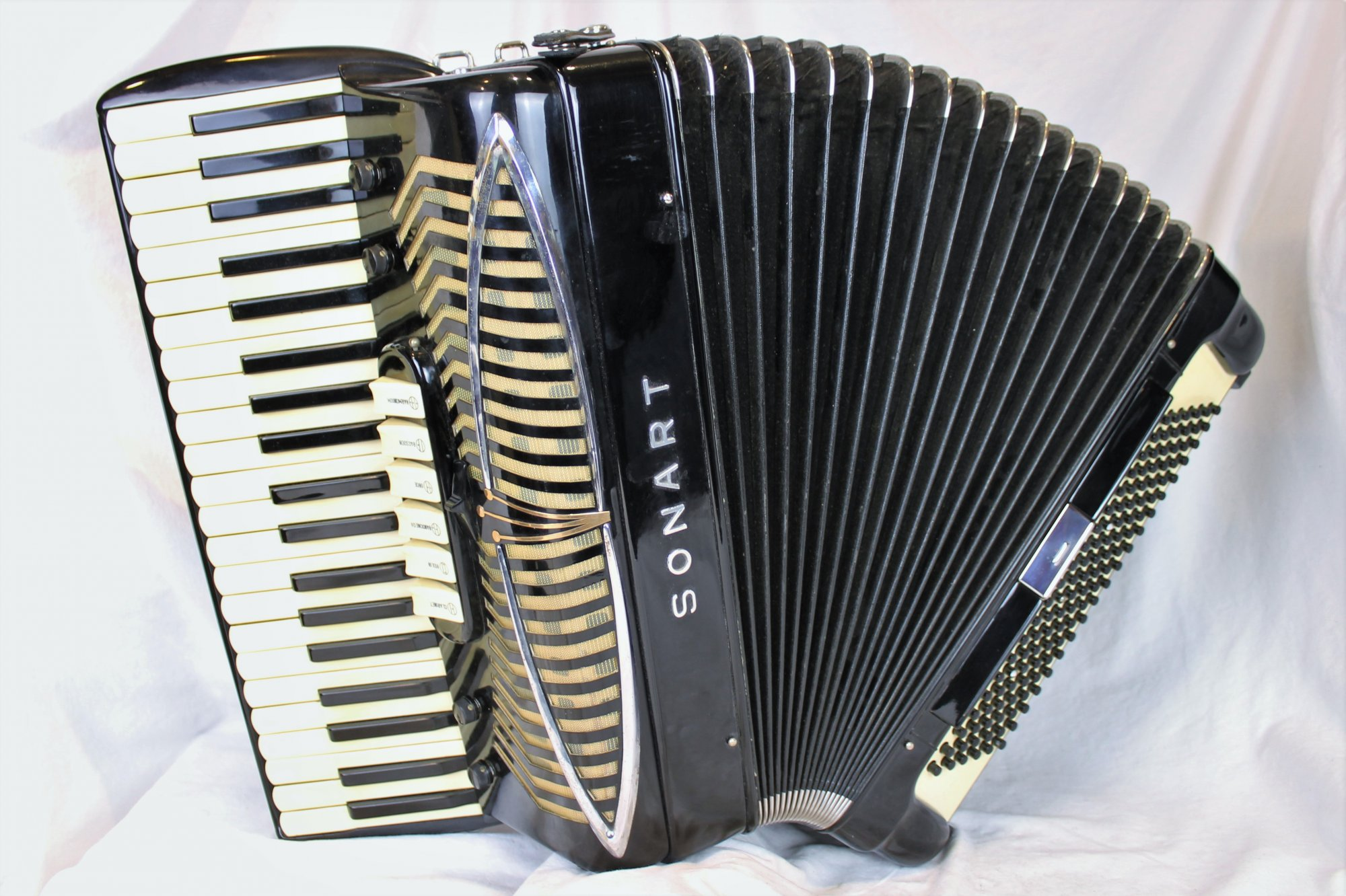 4756 - Black Sonola Sonart Symphony Artist C. 60 Piano Accordion LMM 41 120