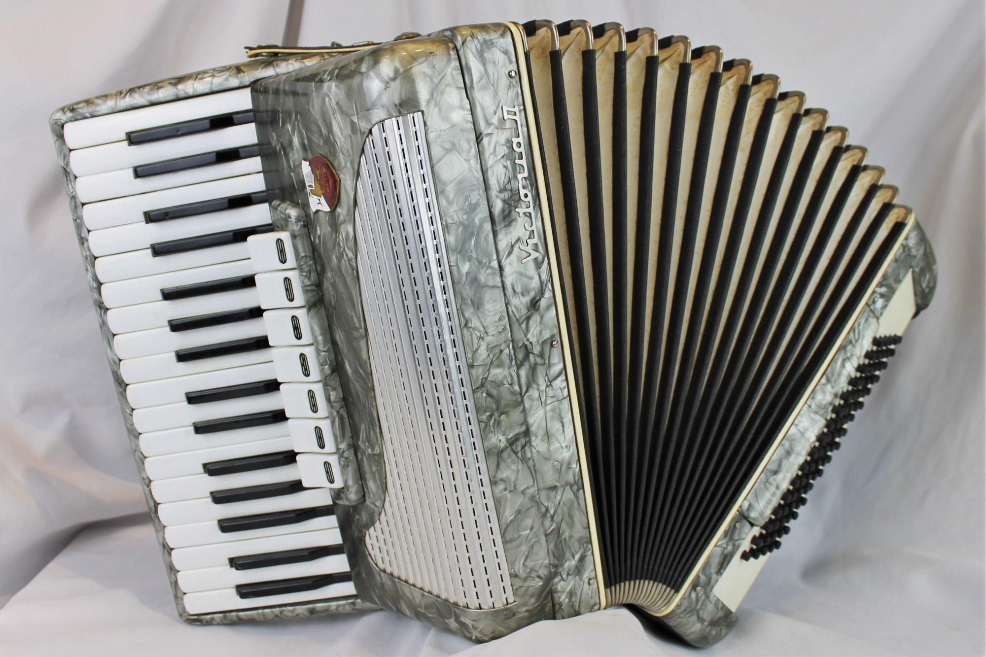 4869 - Silver Muza Victoria II Piano Accordion LMM 34 80