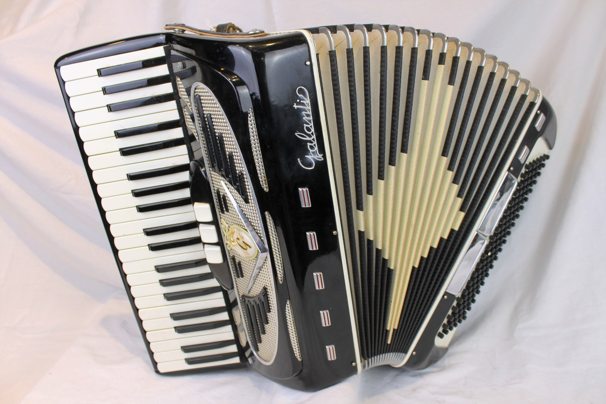 6020 - Black Galanti Piano Accordion LM 41 120