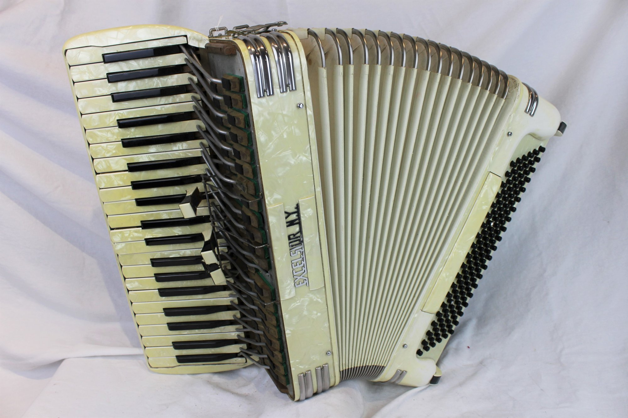 6066 - Cream Excelsior Piano Accordion LMH 41 120 - For Parts or Repair