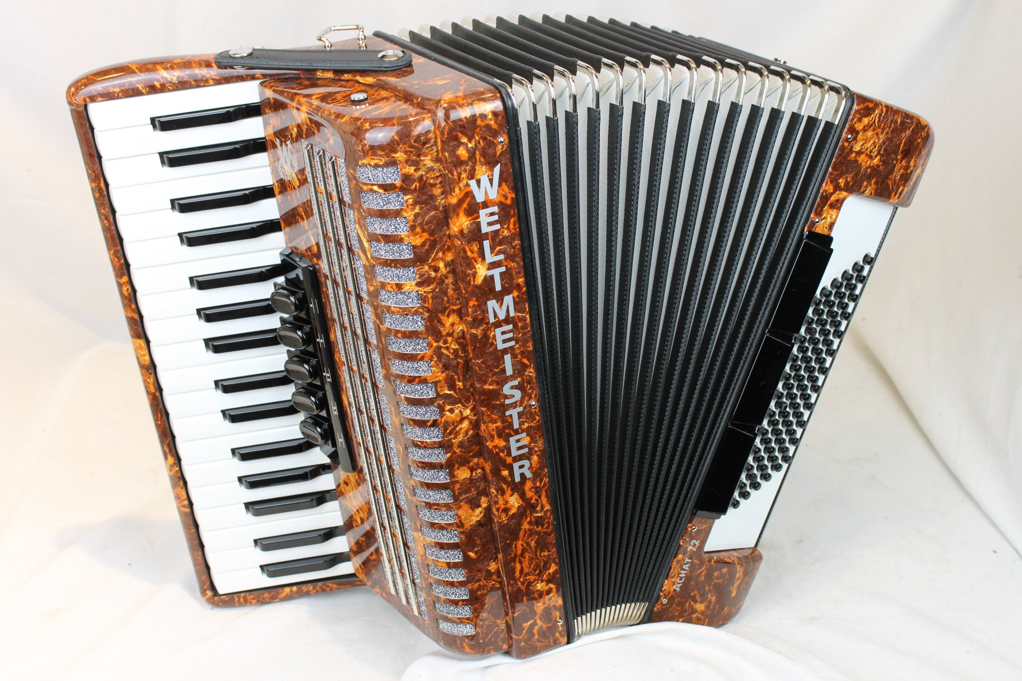 NEW Brown Weltmeister Achat Piano Accordion LMM 34 72