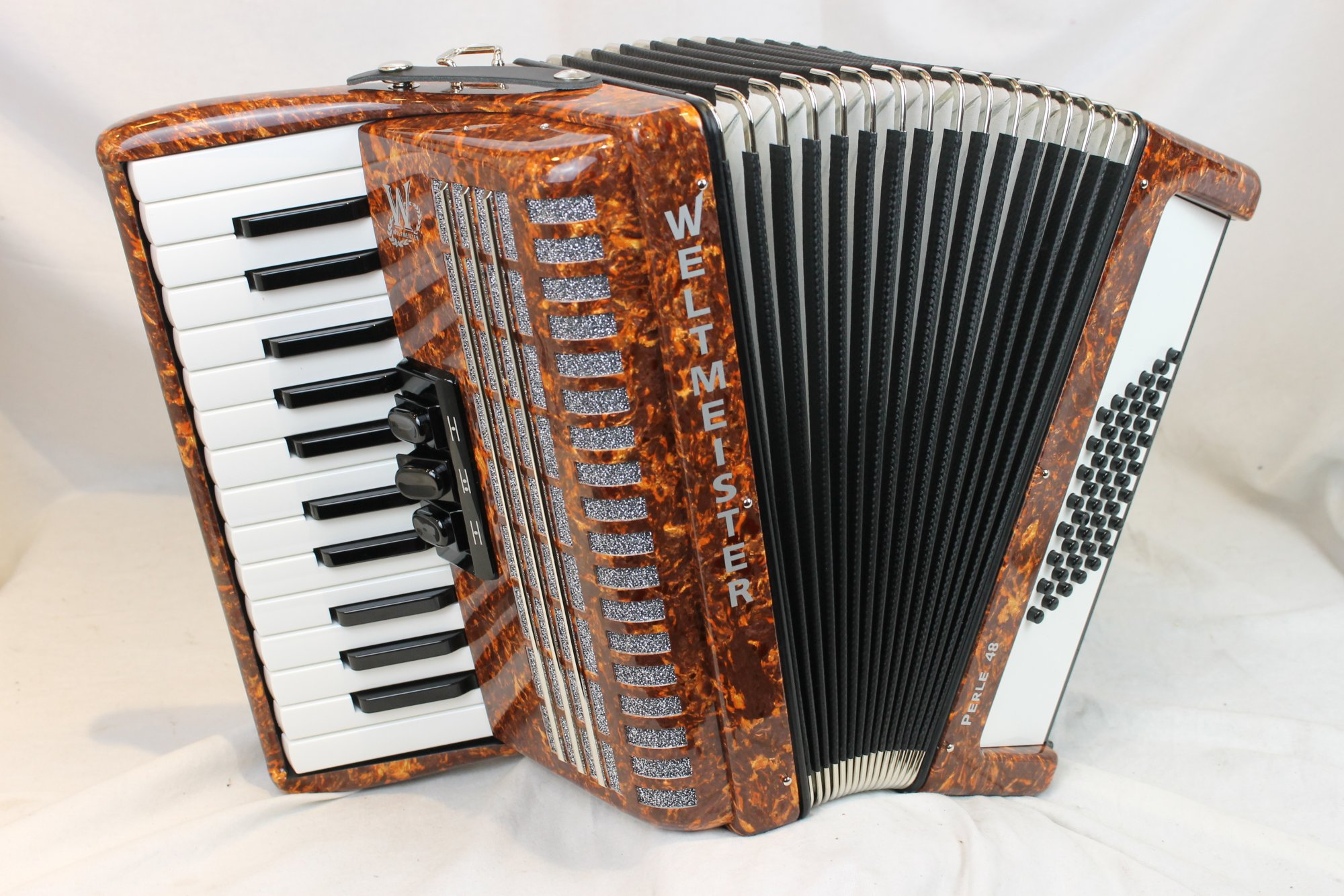 NEW Brown Weltmeister Perle Piano Accordion MM 26 48
