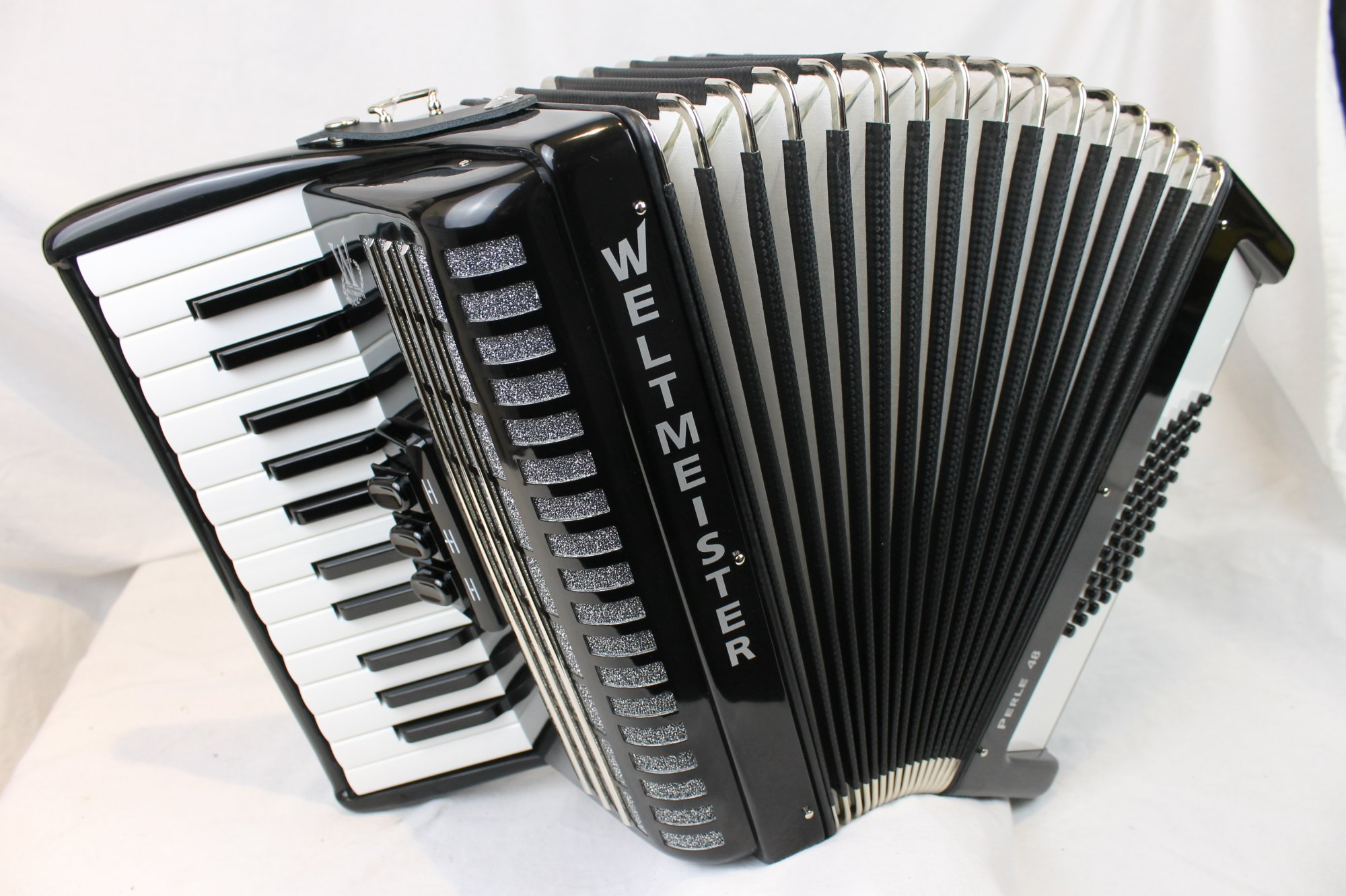 NEW Black Weltmeister Perle Piano Accordion MM 26 48