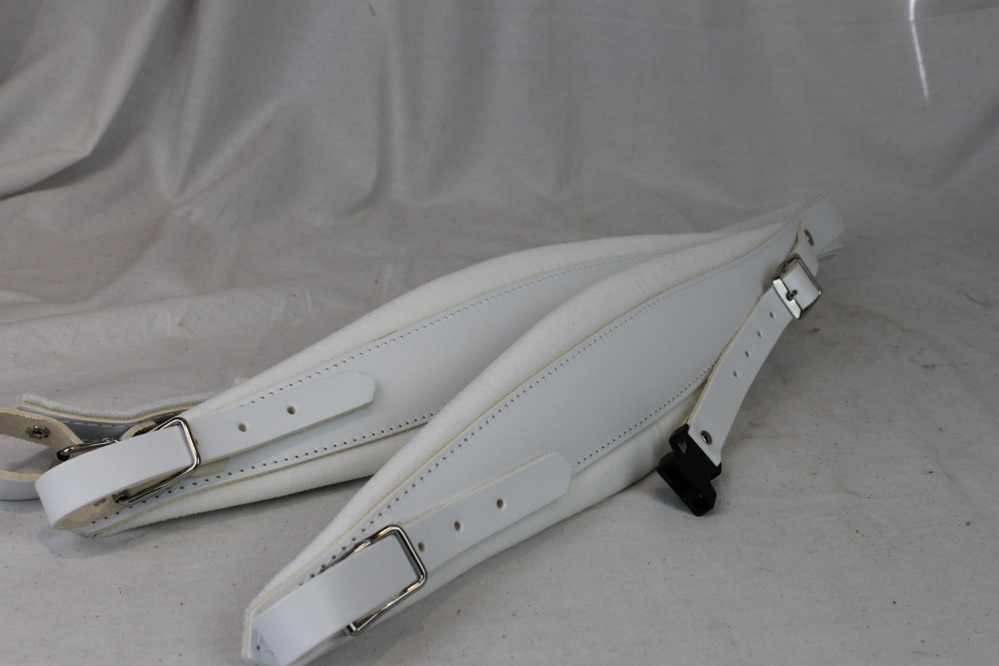 New White Leather Velour Fuselli Accordion Shoulder Straps Width (9cm / 3.5 inch) Length (105cm-123cm / 41.3-48.4 inch)
