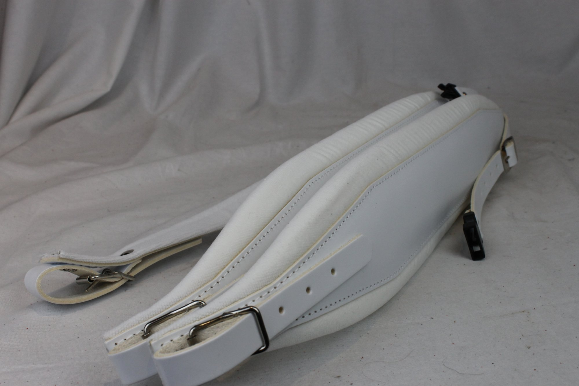 New White Leather Velour Fuselli Accordion Shoulder Straps Width (10cm / 3.9 inch) Length (105cm-123cm / 41.3-48.4 inch)