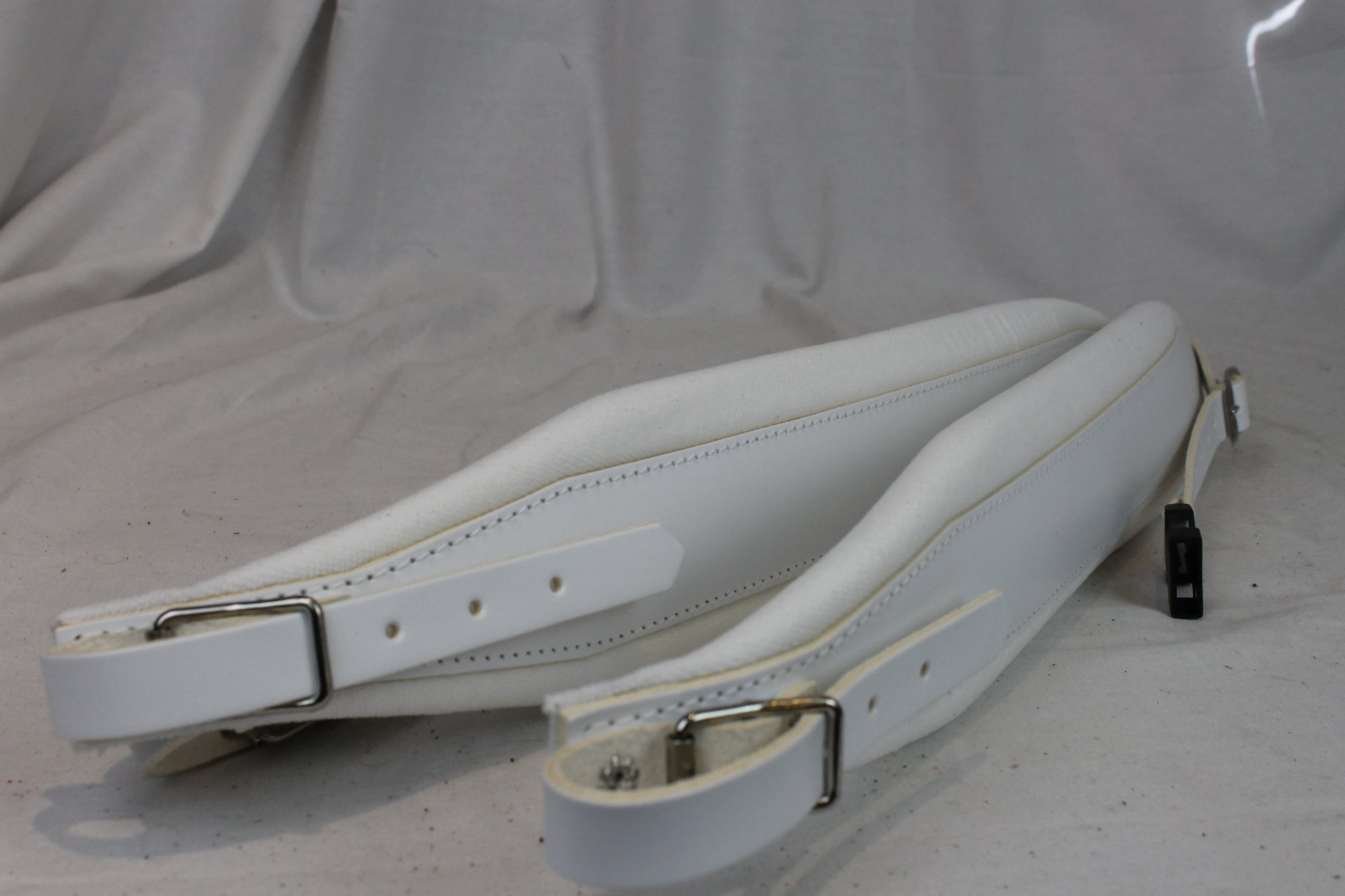 New White Leather Velour Fuselli Accordion Shoulder Straps Width (8cm / 3.1in) Length (105cm-123cm / 41.3-48.4 inch)