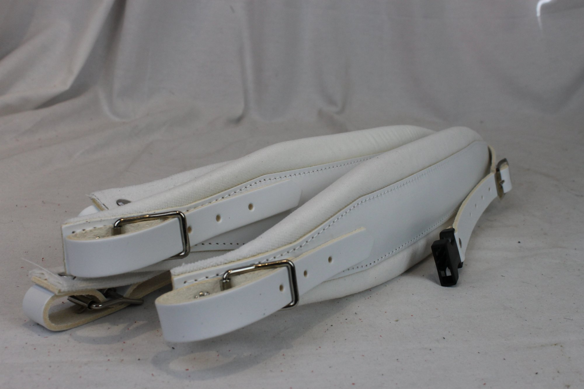 New White Leather Velour Fuselli Accordion Shoulder Straps Width (8cm / 3.1in) Length (85~105cm / 33.5~41.3in)