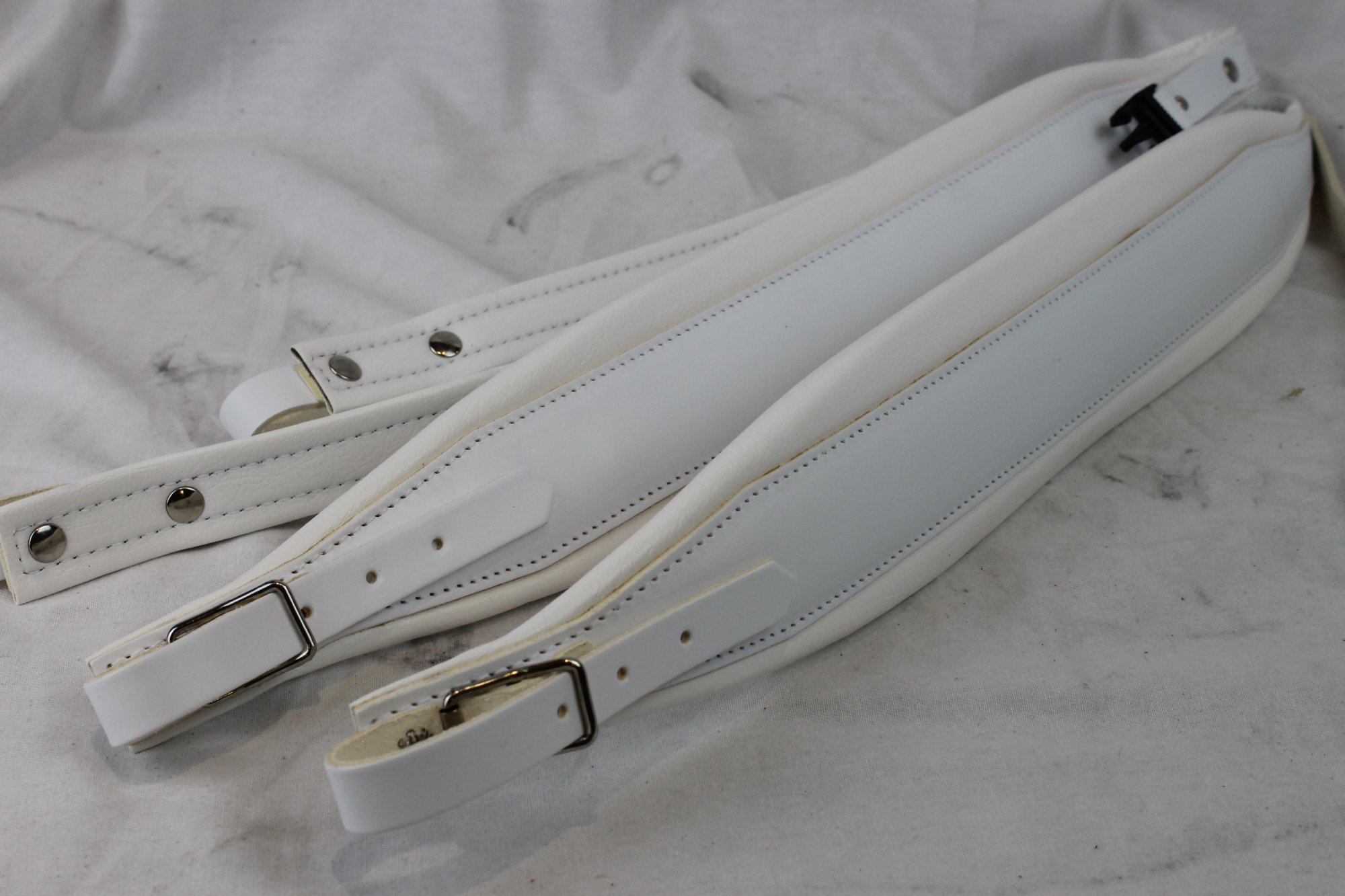 NEW White Leather Fuselli Accordion Shoulder Straps With Back Straps Width (8cm / 3.1 inch) Length (105cm-123cm / 41.3-48.4 inch)