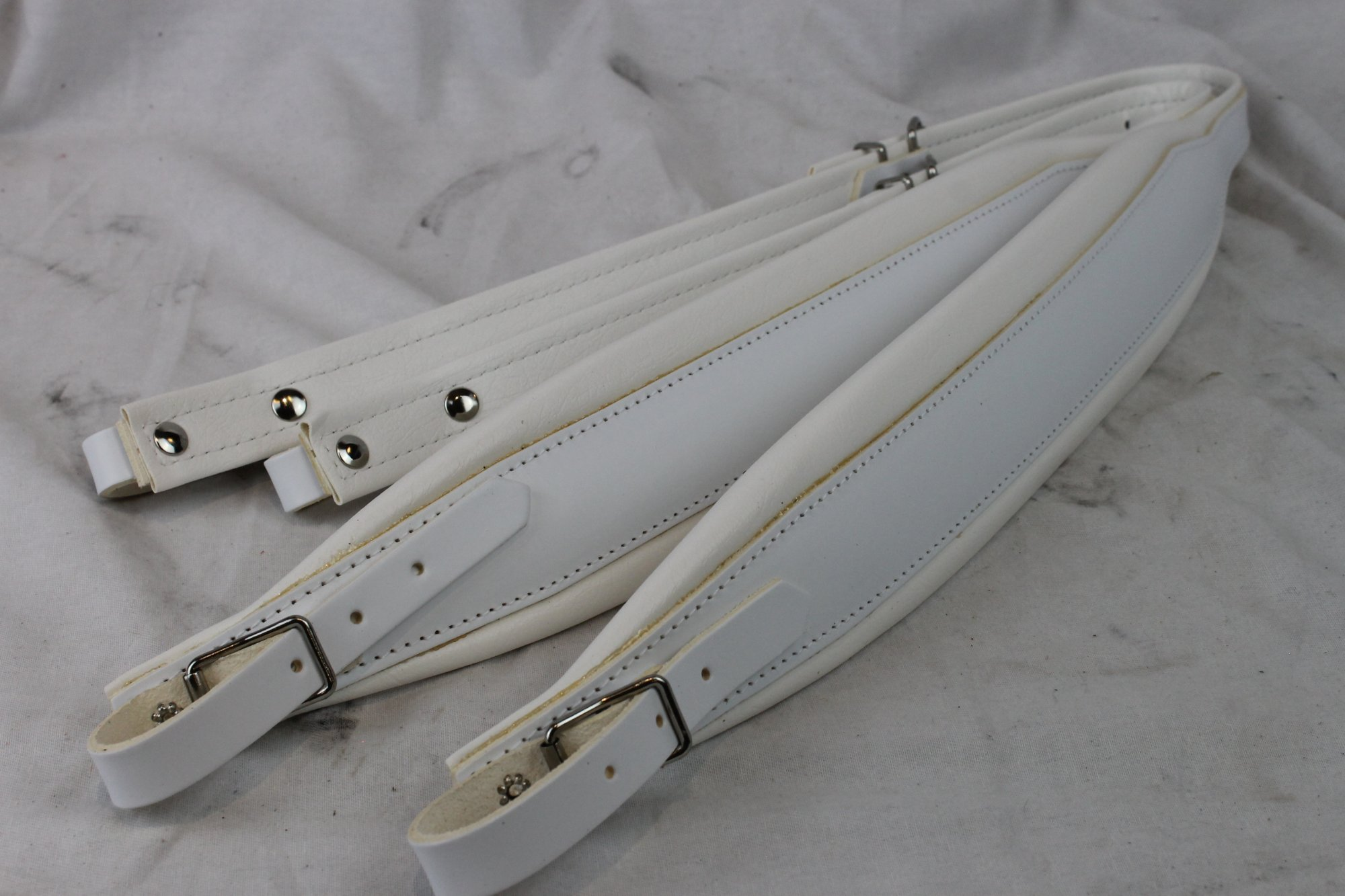 New White Leather Fuselli Accordion Shoulder Straps Width (7 cm / 2.8 inch) Length (91cm-111cm / 35.8-43.7 inch)