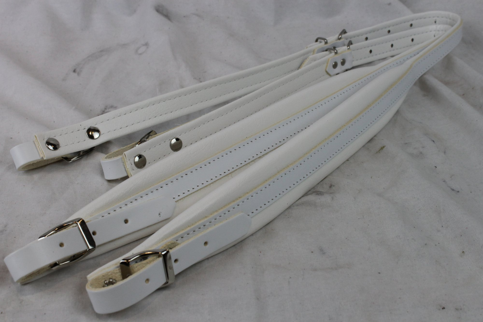 New White Leather Fuselli Accordion Shoulder Straps Width (4.5cm / 1.8in) Length (85~105cm / 33.5~41.3in)