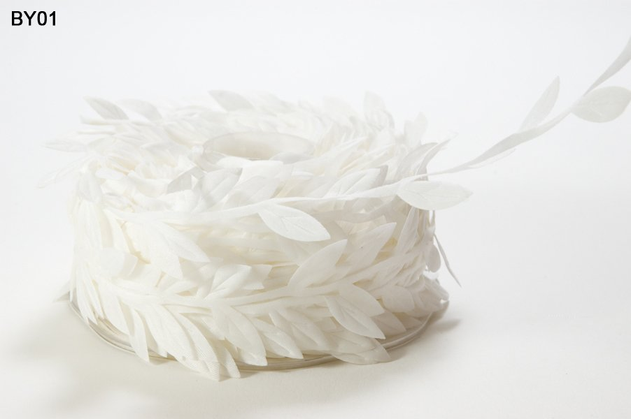 3/4 Inch Classic Leaves Ribbon White