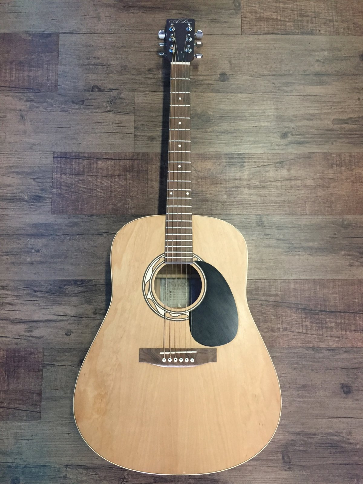 ART & LUTHERIE WILD CHERRY/MERISIER ACOUSTIC GUITAR (USED)
