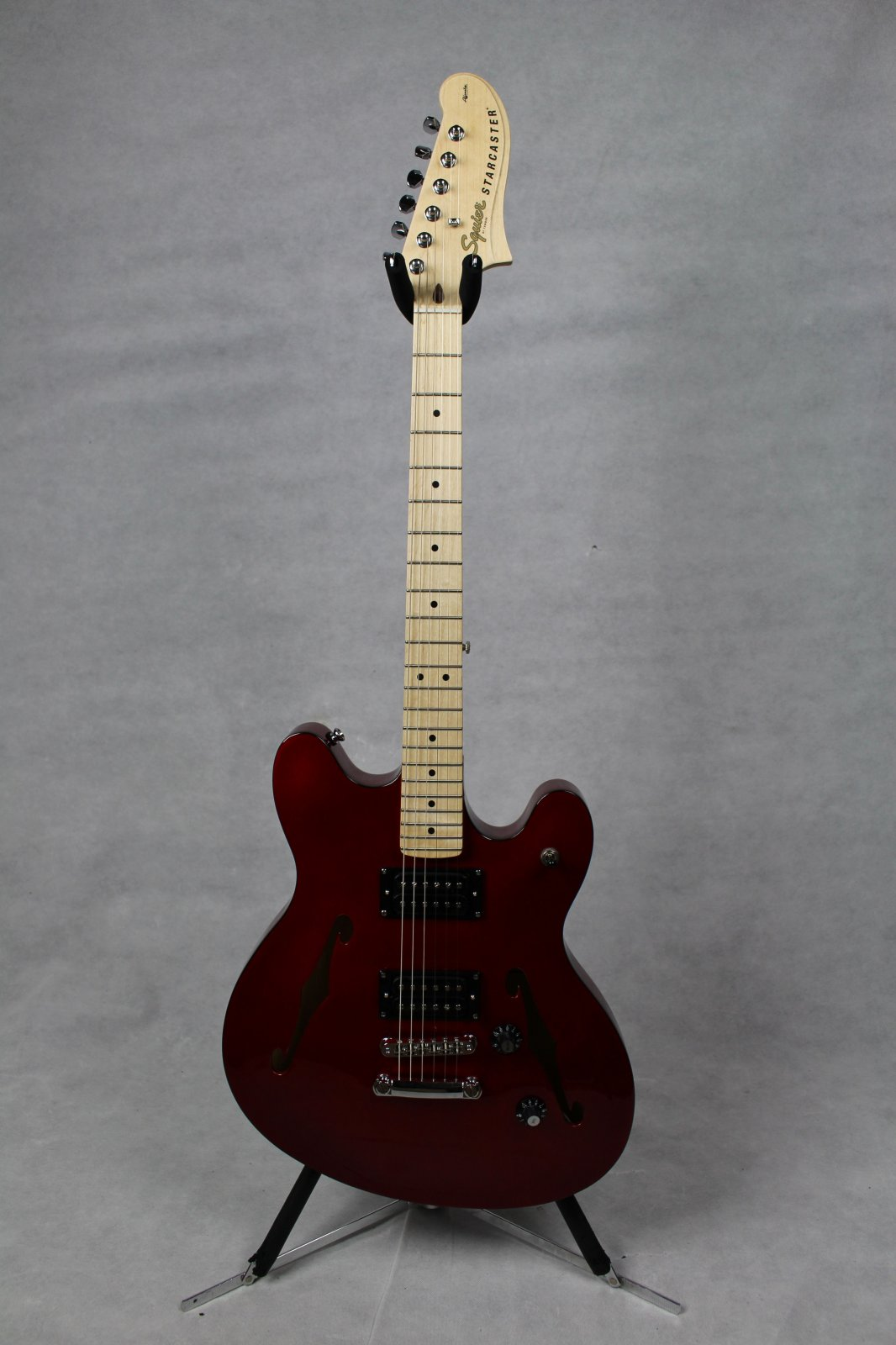 SQUIER Affinity Series™ Starcaster® Candy Apple Red