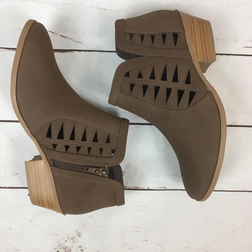 Open sides low bootie