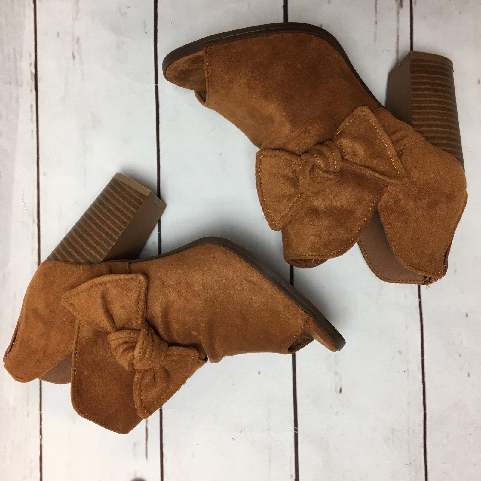 Side bow peep toe