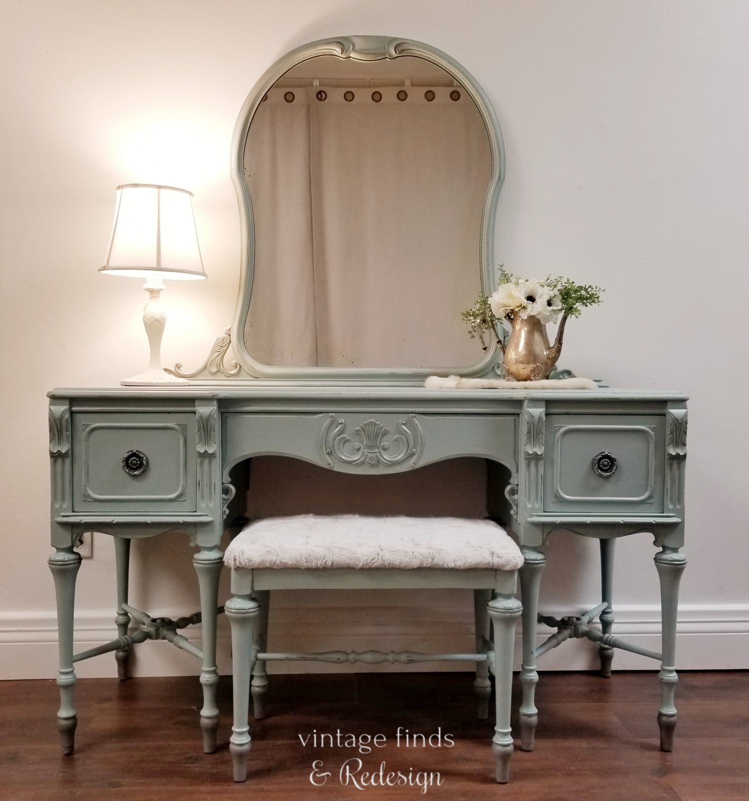 Vanity with Stool French Eggshell