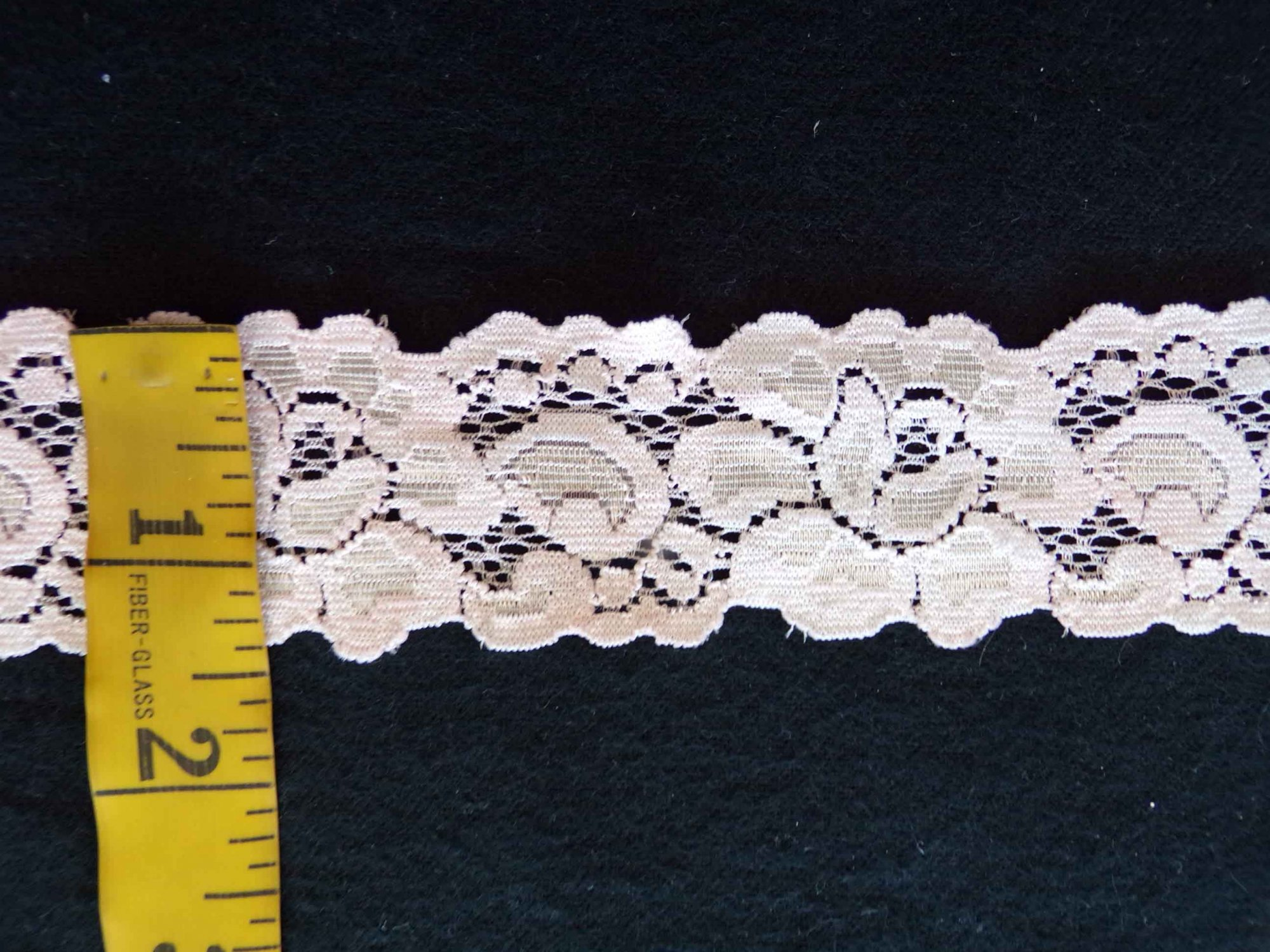 1 5/8 Pale Peach Stretch Lace