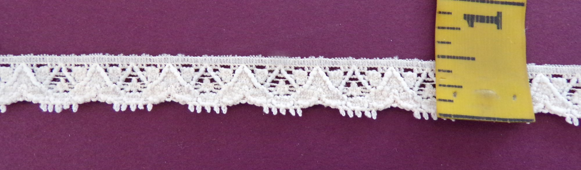 1/2 Pale Peach Stretch Lace