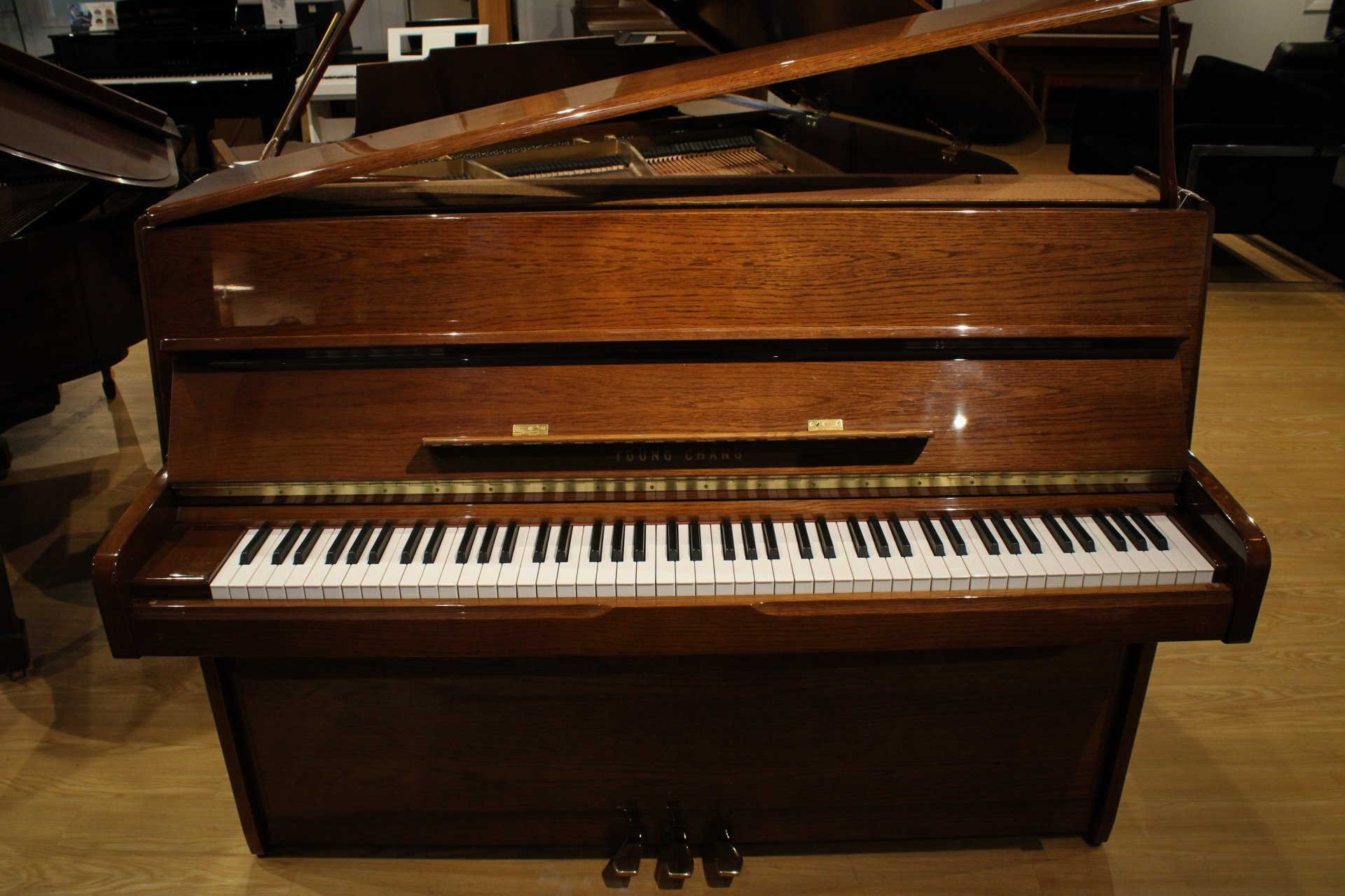 Young Chang U-107A Walnut Continental Piano