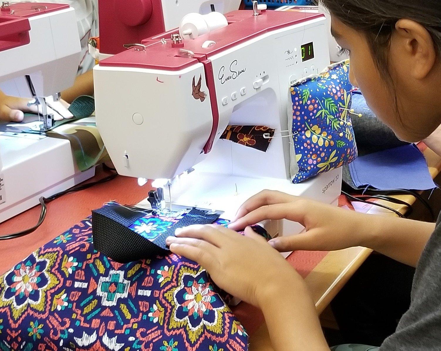 EverSewn Sparrow 20 Sewing Machine Bundle