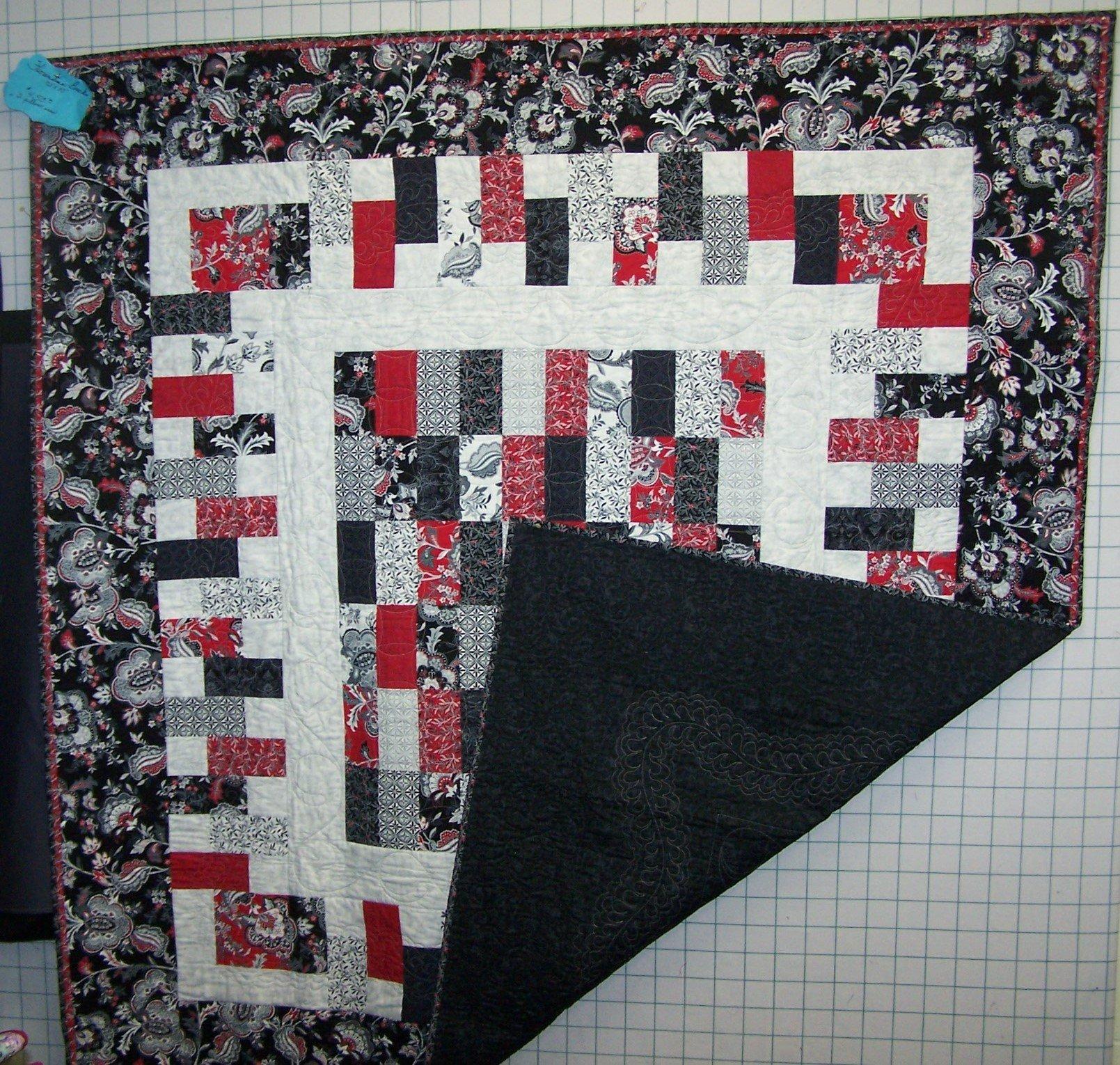 Florentine Bricks Quilt w/2 Pillowcases
