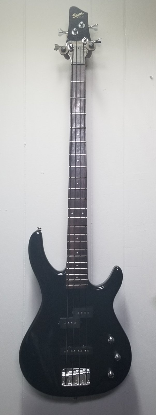 Squier Bass; Metallic Black... Used