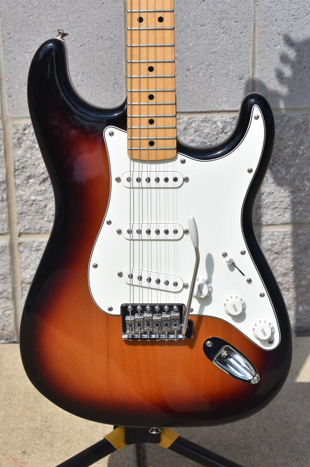 2017 Fender Standard Stratocaster      Sunburst