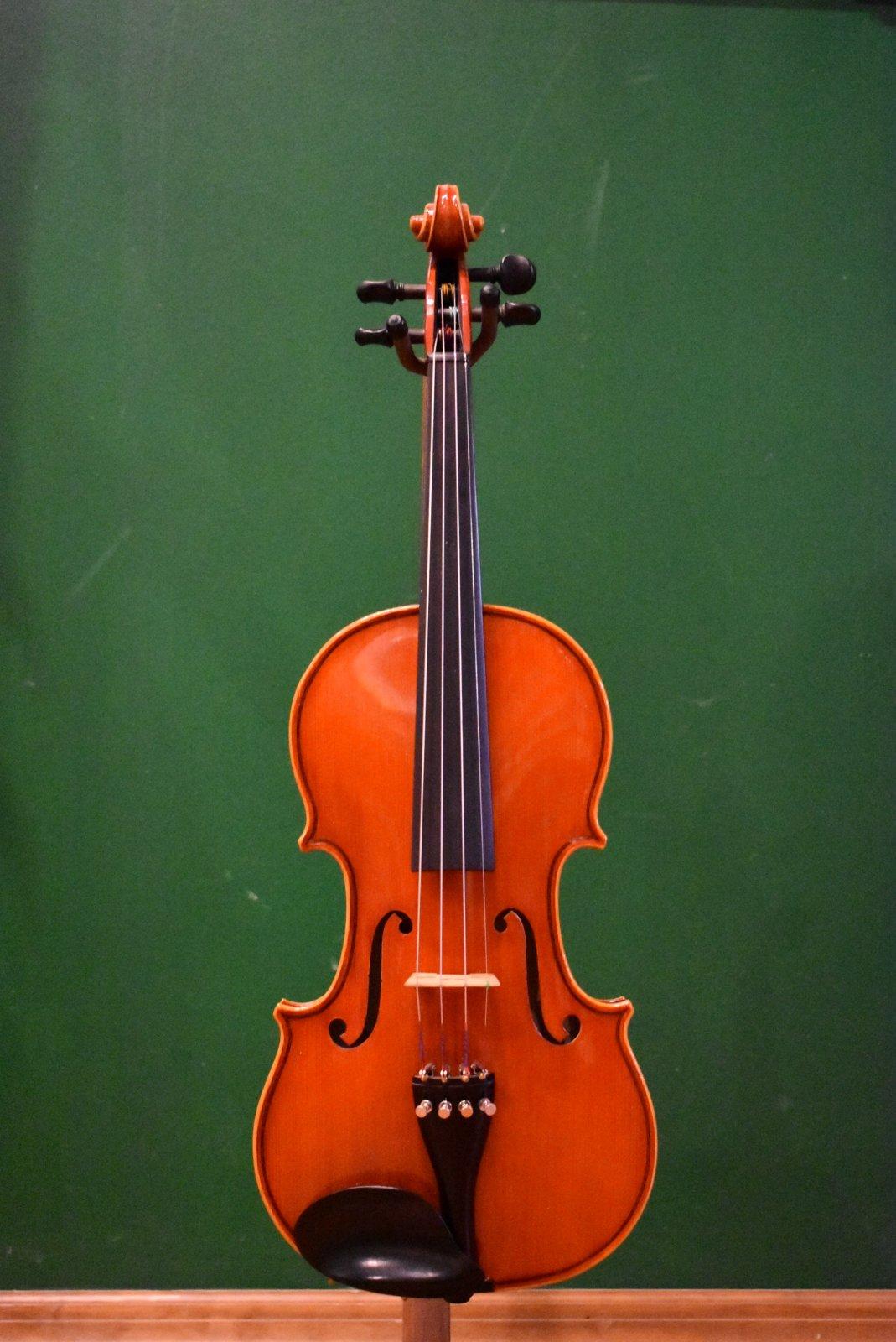 Glaesel VI33E4  4/4 Violin Outfit