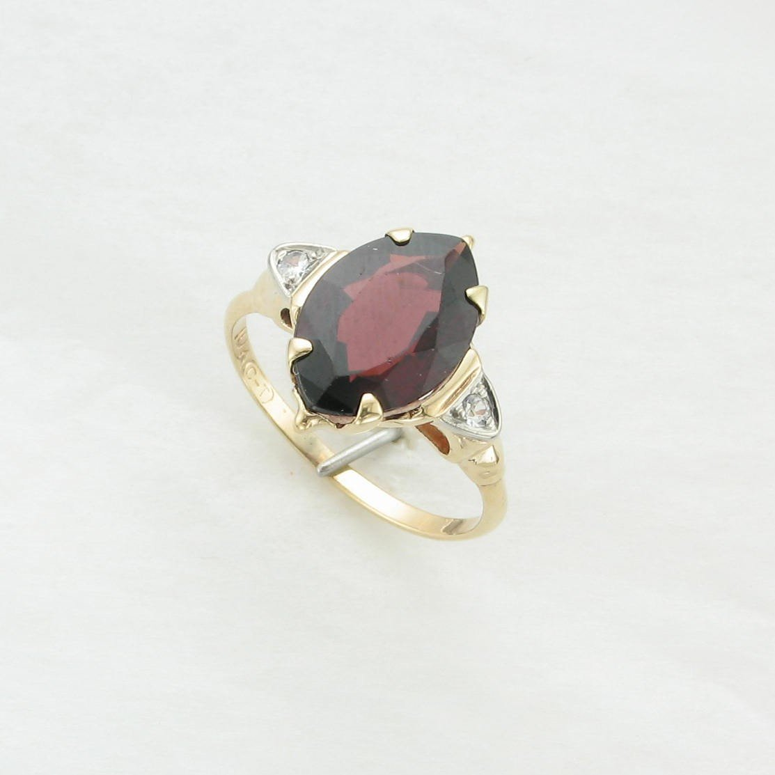 3.08ct Mozambique Garnet Ring set in 10K Yellow Gold