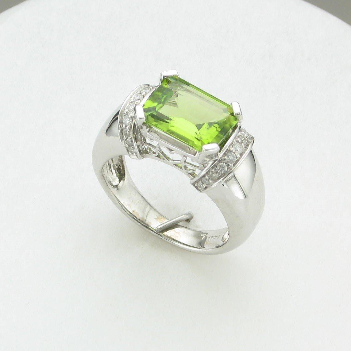 3.65ct Arizona Peridot & Diamond Ring set in 14k White Gold
