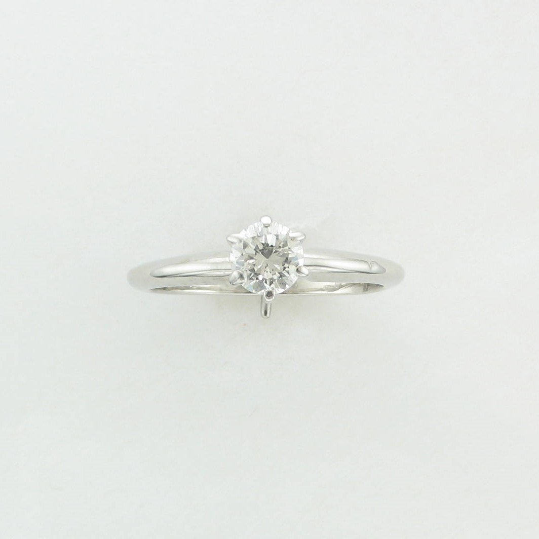 0.50ct Round Diamond Solitare Ring set in 14K White Gold