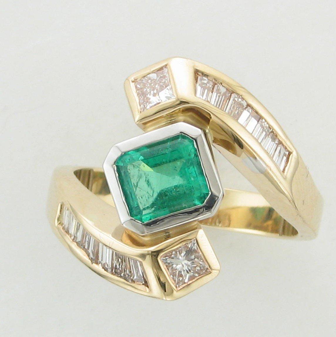 1.09ct Emerald & Diamond Ring set in 14k Yellow Gold