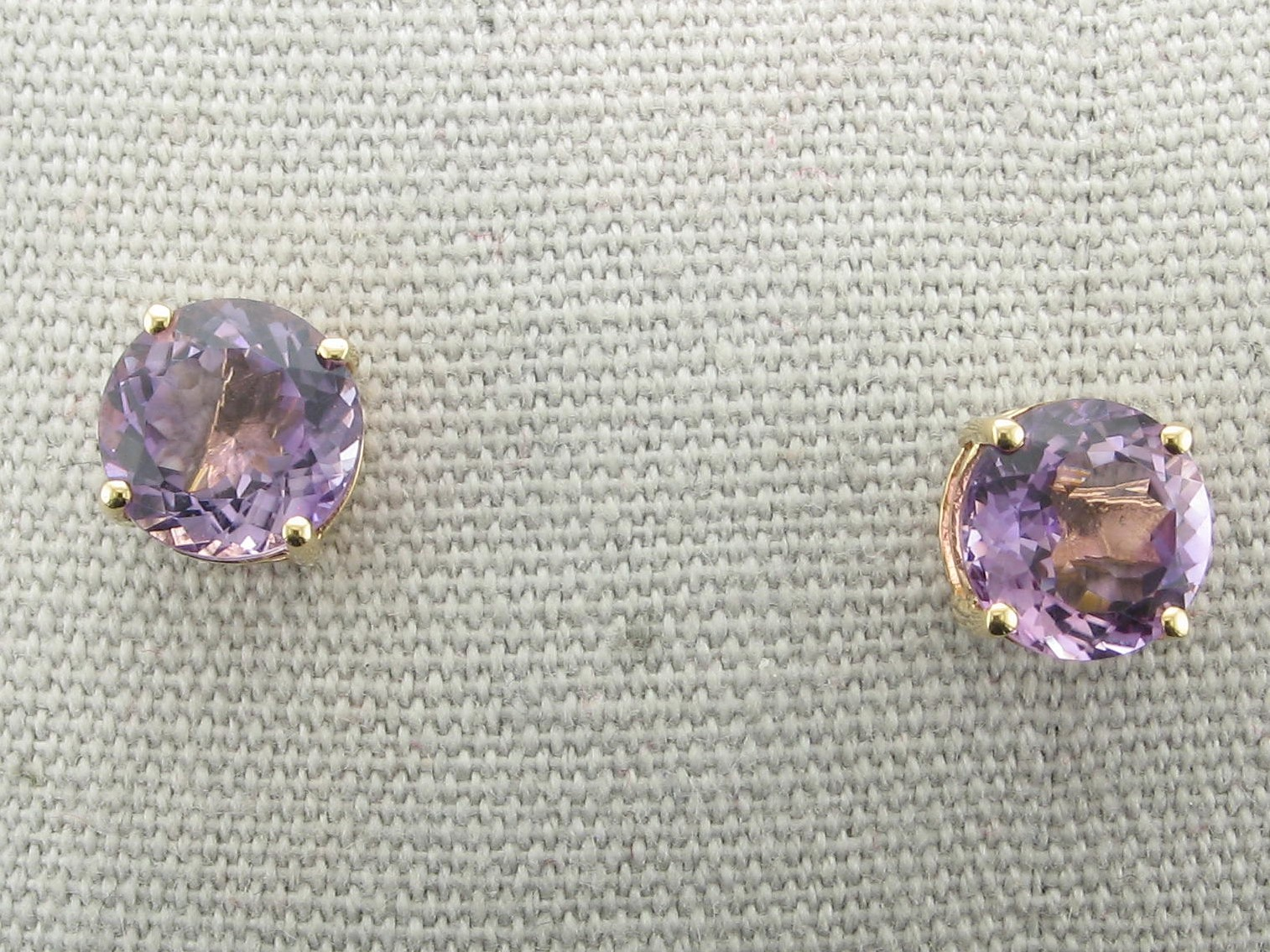 2.5 tcw Amethyst Earrings set in 14K Yellow Gold